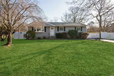 Ronkonkoma Single Family Home For Sale: 2561 Sycamore Ave