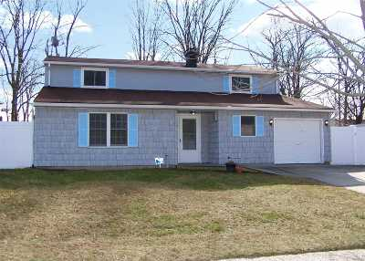 Centereach Single Family Home For Sale: 83 Holiday Park Dr