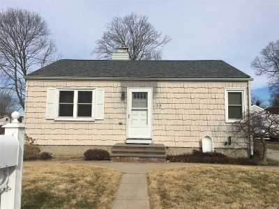 Ronkonkoma Single Family Home For Sale: 135 Mohawk St
