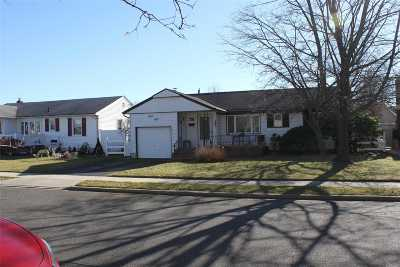 N. Massapequa Single Family Home For Sale: 58 Midlawn Dr