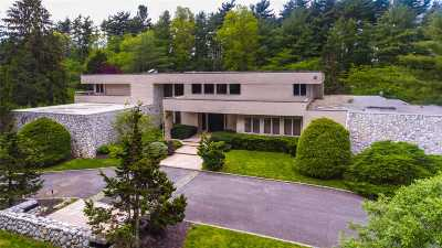 Old Westbury Single Family Home For Sale: 2 Partridge Ln