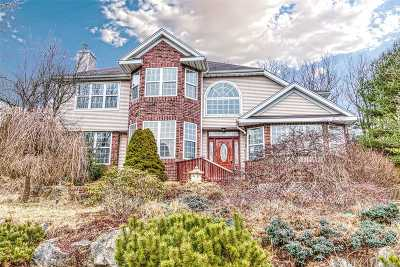 Smithtown Single Family Home For Sale: 26 Whispering Woods Dr