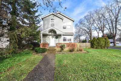 Merrick Single Family Home For Sale: 124 Gormley Ave