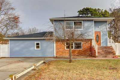 Central Islip  Single Family Home For Sale: 59 Pinewood Ave
