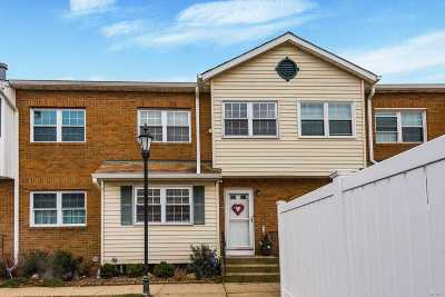 Valley Stream Condo/Townhouse For Sale: 98 S Franklin Ave #33