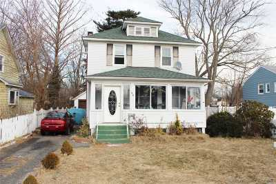 Patchogue Single Family Home For Sale: 43 E Lakewood St