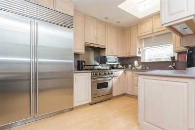 Fresh Meadows Single Family Home For Sale: 71-47 171st St