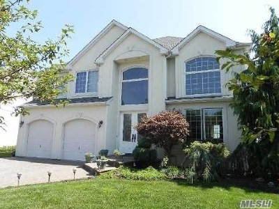 Seaford Single Family Home For Sale: 44 Crescent Cove Dr