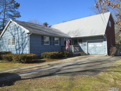 Ronkonkoma Single Family Home For Sale: 15 Victory St