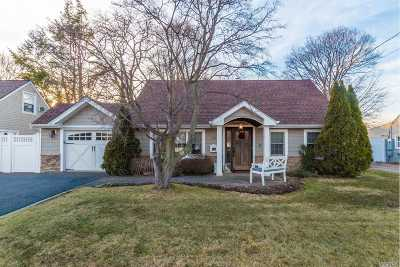 Syosset Single Family Home For Sale: 10 Fieldstone Dr