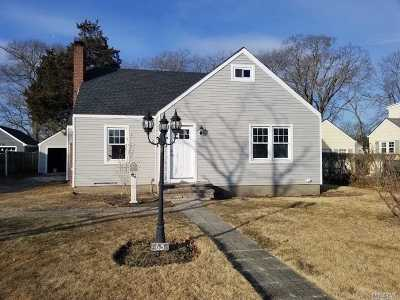 Patchogue Single Family Home For Sale: 63 Everett St