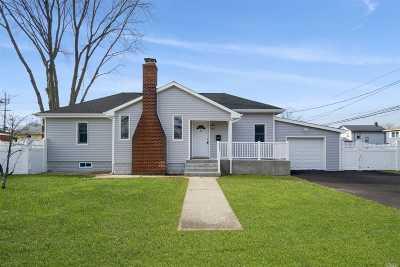 Islip Single Family Home For Sale: 8 Roosevelt Ave