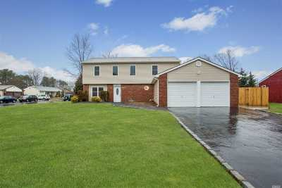 Holbrook Single Family Home For Sale: 37 Sequoia Way
