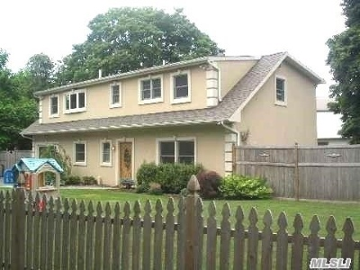 Hicksville Single Family Home For Sale: 56 Field Ave