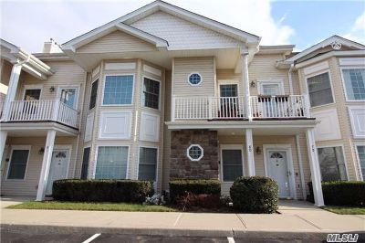Plainview Condo/Townhouse For Sale: 80 Autumn Dr