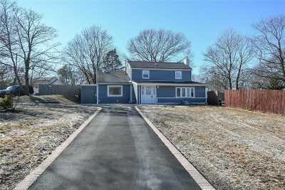 Farmingville Single Family Home For Sale: 16 Lidge Dr