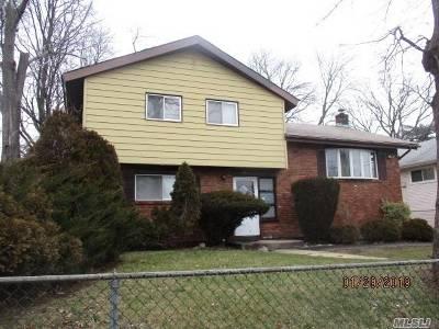 Westbury Single Family Home For Sale: 581 Cross St