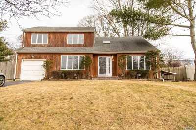 Kings Park Single Family Home For Sale: 111 Aspen Rd