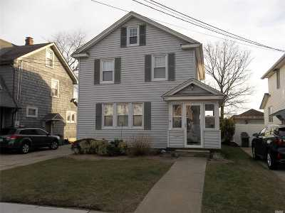 Lynbrook Single Family Home For Sale: 40 Madison St