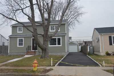 Freeport Single Family Home For Sale: 64 Robert St