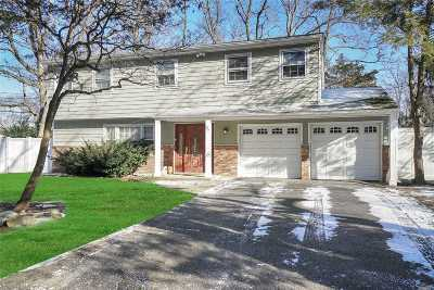 Huntington Single Family Home For Sale: 67 Greenhills Rd