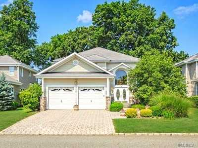 Smithtown Single Family Home For Sale: 76 Redan Dr