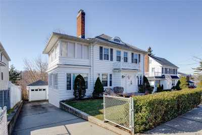 Little Neck Single Family Home For Sale: 42-30 248th St