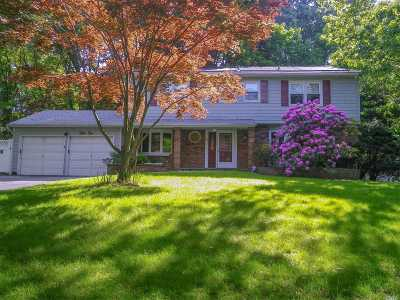 Smithtown Single Family Home For Sale: 55 Derby Pl