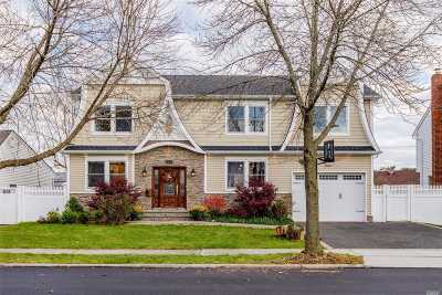 Syosset Single Family Home For Sale: 23 Dorothy Dr