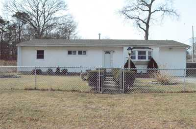 Selden Single Family Home For Sale: 118 N Bicycle Path