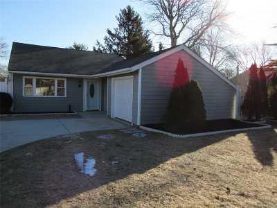Medford Single Family Home For Sale: 45 Narragansett Ave