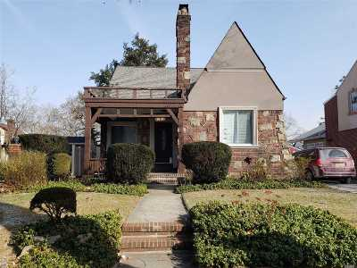 Jamaica Estates Single Family Home For Sale: 80-61 Tryon Pl