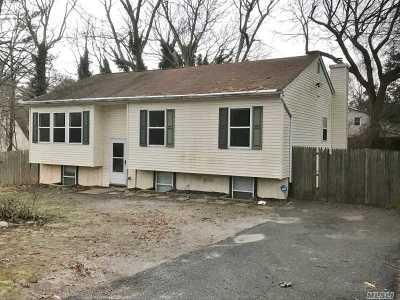 Medford Single Family Home For Sale: 11 Cedar Ln
