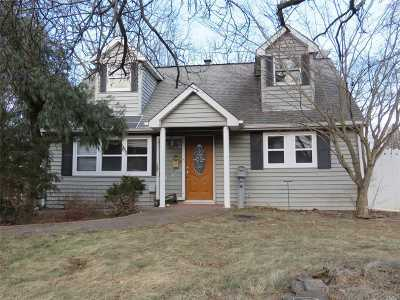 Centereach Single Family Home For Sale: 152 Stanley Dr