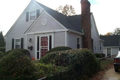 Hempstead Single Family Home For Sale: 92 Lucille St