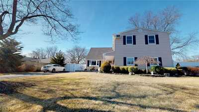 Holtsville Single Family Home For Sale: 204 Spiral Rd
