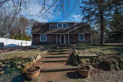 Farmingville Single Family Home For Sale: 11 Baylor Dr