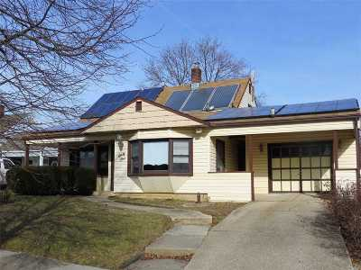 Levittown Single Family Home For Sale: 61 Dogwood Ln
