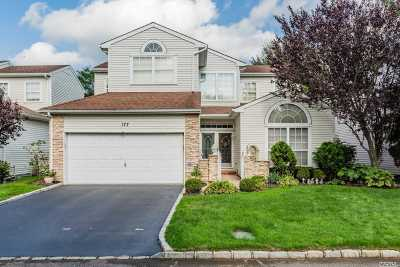 Hauppauge Condo/Townhouse For Sale: 177 Windwatch Dr