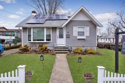 Single Family Home For Sale: 2 Yarmouth Rd