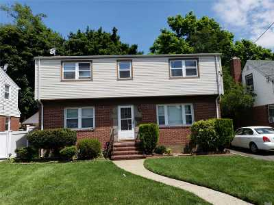 Uniondale Single Family Home For Sale: 585 Newton Ave