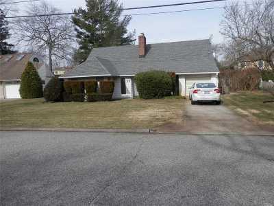 Merrick Single Family Home For Sale: 29 Nancy Blvd