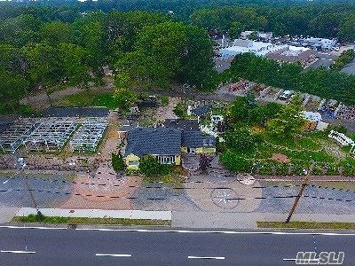 Dix Hills Single Family Home For Sale: 54 E Deer Park Rd