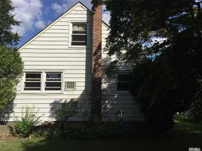 Hicksville Single Family Home For Sale: 75 Morgan St