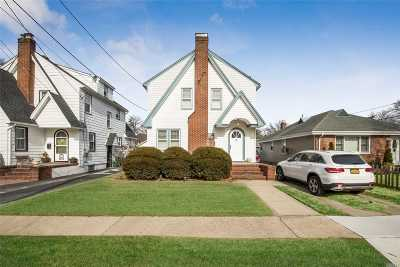 Lynbrook Single Family Home For Sale: 15 Winter St