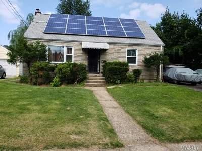 W. Hempstead Single Family Home For Sale: 448 Whitestar Ave