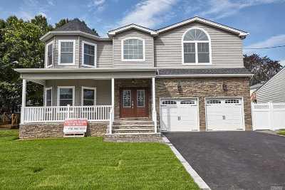 Merrick Single Family Home For Sale: 1396b Whittier Ave