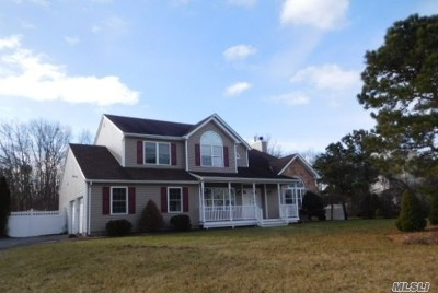 Center Moriches Single Family Home For Sale: 10 Bittersweet Ln
