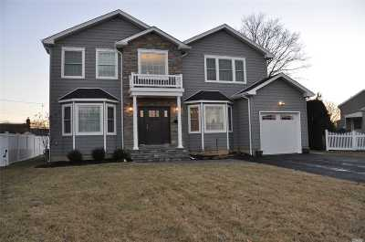 Plainview Single Family Home For Sale: 11 Shelter Hill Rd