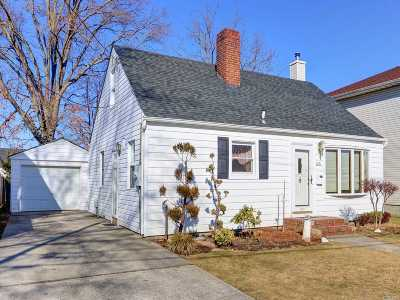 East Meadow Single Family Home For Sale: 2471 Poppy St